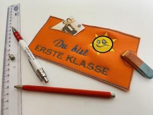 Zur Einschulung Schulanfang Geschenkverpackung Schokoladenhülle Geschenk mit Geldfach Du bist erste Klasse - Handarbeit kaufen