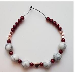 Elegantes Howlith Perlen Armband mit Swarovski Crystal Perlen roséfarbenen Hämatitwürfeln die ein rosevergoldetes Hämatitherz umranden zu kaufen - Handarbeit kaufen