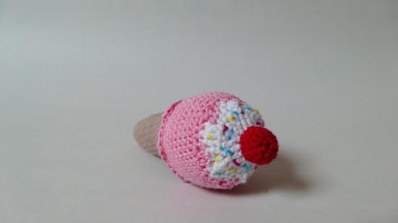 Süße Eiswaffel-Rassel für Babys und Kleinkinder ♥