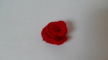 Haarspange mit einer gehäkelten Blume als Accessoire ♥