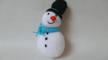 Gehäkelter Schneemann als Weihnachtsdekoration oder Kuscheltier ♥