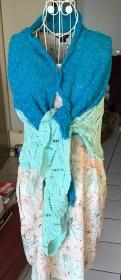 Gestricktes Tuch mit Wellenmuster Baumwolle / Viskose vegan - Handarbeit kaufen
