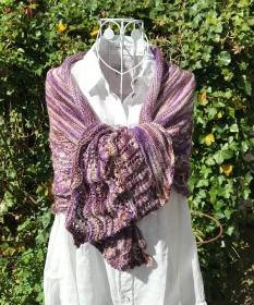 Schultertuch Stola in Wellen- und Lochmustern, handgefärbte Wolle - Handarbeit kaufen