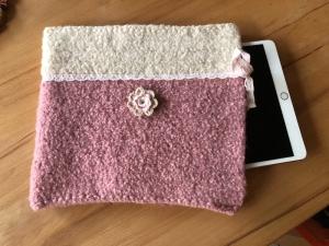 Handgestrickte Filztasche mit Applikation für das Tablet - Handarbeit kaufen
