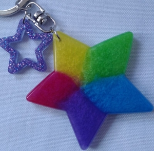 Farbenfroher Sternanhänger für Schlüssel und Tasche