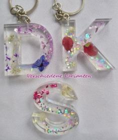 Buchstaben Schlüsselanhänger mit Blüten/Glitter - Handarbeit kaufen