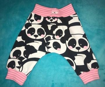 Zauberhafte Panda Baby Hose in größe 56 für kleine Mädchen