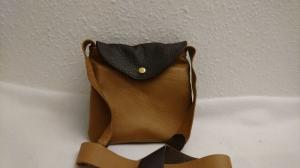 kleine Handtasche aus Leder in brauntönen entdecken - Handarbeit kaufen
