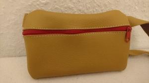 Gürteltasche aus Leder für ein Handy in hellbraun (Größe S) - Handarbeit kaufen