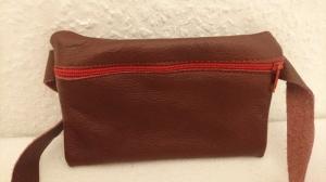 Gürteltasche aus Leder für ein Handy in rotbraun (Größe S) - Handarbeit kaufen