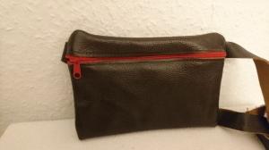 Gürteltasche aus Leder für ein Handy in dunkelbraun (Größe M)  - Handarbeit kaufen