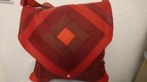 große Ledertasche im Patchwork Style in verschiedenen Rottönen