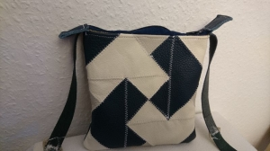 kleine Tasche aus Leder in blau und weiß/grau - Handarbeit kaufen