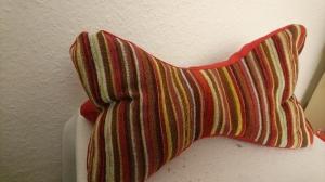 Leseknochen Nackenkissen in rot - Handarbeit kaufen