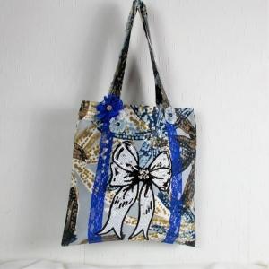 Handgenähte Tasche aus Canvas Stoff mit großem Schleifenmotiv und Spitze, Handtasche - Handarbeit kaufen