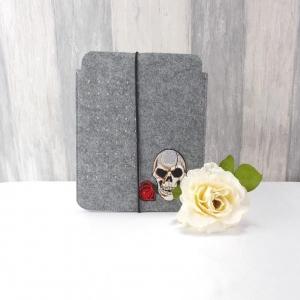 Tasche für E-Reader oder Tablett, Filz, Storage bag, mittelgrau, mit Totenkopf - Handarbeit kaufen
