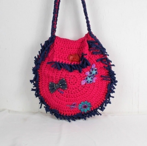 gehäckelte Handtasche rund, in pink blau mit Fransen, Schultertasche, Umhängetasche - Handarbeit kaufen