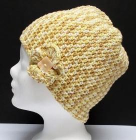 Mütze, modern, Handarbeit, beige braun, mit Häkelblüte, Damenmütze, Mützen - Handarbeit kaufen