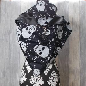 Dreieckstuch leicht, Schal, schwarz weiß mit Totenkopf Muster