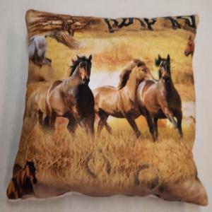☆ Kissenbezug  40cm x 40cm :Braune Pferde:  galopieren über eine sandfarbene Landschaft  - Handarbeit kaufen