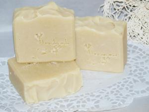4,50 Euro/ 100 g -  Olivenöl Kokosmilch Seife für Gesicht und Körper