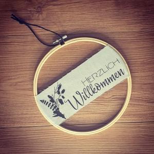 Rosaner Türkranz ♥Herzlich Willkommen♥ 30cm Stickrahmen mit Leinenstoff