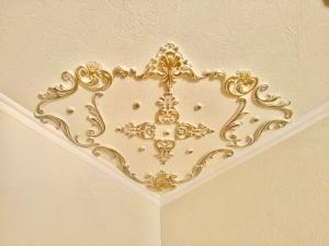 Traumhafte Stuck Ecke für die Decke in weiß, gold, silber.. Variante 6 - Handarbeit kaufen