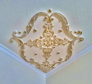 Traumhafte Stuck Ecke für die Decke in weiß, gold, silber.. Variante 7 - Handarbeit kaufen