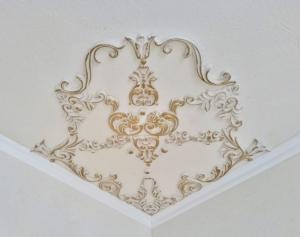 Traumhafte Stuck Ecke für die Decke in weiß, gold, silber.. Variante 10 - Handarbeit kaufen
