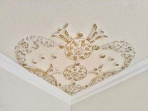 Traumhafte Stuck Ecke für die Decke in weiß, gold, silber.. Variante 11 - Handarbeit kaufen