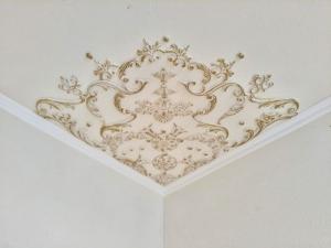Traumhafte Stuck Ecke für die Decke in weiß, gold, silber.. Variante 12 - Handarbeit kaufen