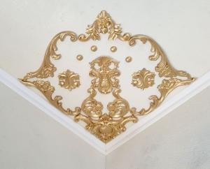 Traumhafte Stuck Ecke für die Decke in weiß, gold, silber.. Variante 15 - Handarbeit kaufen
