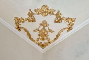Traumhafte Stuck Ecke für die Decke in weiß, gold, silber.. Variante 27 - Handarbeit kaufen