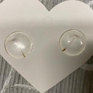 Tolle Ohrstecker mit echten Pusteblumenschirmchen - Handarbeit kaufen