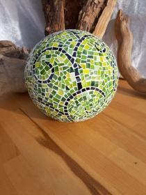 grüngelbe Kugel 20cm Ornamente Mosaik Dekokugel Gartenkugel - Handarbeit kaufen