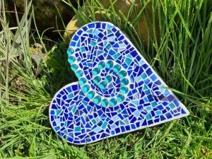 blaue türkis Mosaik Herz Beton Dekoration Geschenk Handmade flach Tiffany Glasmosaik