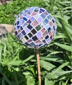 Glasmosaik Rosenkugel lila 11cm Pflanzenstecker Mosaik Tiffanyglas Gartendeko - Handarbeit kaufen