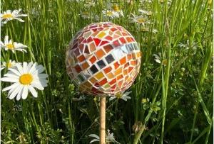 Glasmosaik Rosenkugel orange 11cm Pflanzenstecker Mosaik Tiffanyglas Gartendeko - Handarbeit kaufen