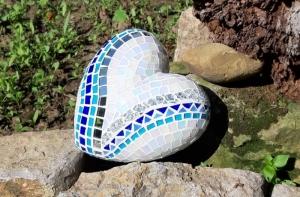 Glasmosaik Herz blau türkis weiß Mosaik 15 x 15 x 7 cm Gartendeko Deko Geschenk schillernd spiegel - Handarbeit kaufen