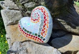 Glasmosaik Herz rot orange weiß Mosaik 15 x 15 x 7cm Gartendeko Deko Geschenk schillernd spiegel - Handarbeit kaufen