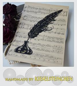 Schmuckblatt aus alten Notenpapier mit Feder und Tintenfass
