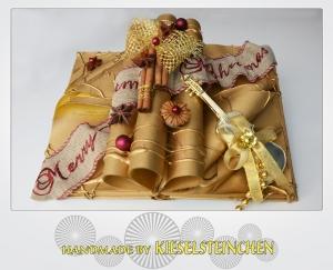 Wunderschönes Dekobuch mit Weihnachtsdekoration