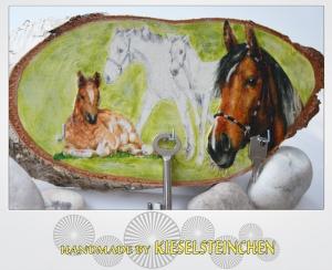 Schlüsselbrett oder Schmuckbrett mit Pferdemotiv auf Birkenscheibe