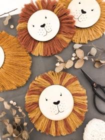 Löwekopf Simba mit Mähne in deiner Wunschfarbe (Kinderzimmerdeko, Geschenk, Geburt, Taufe, Anhänger, handgemacht, handmade, Makrame, Babyzimmer)