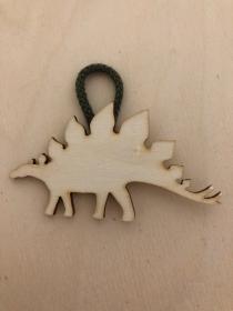 Holz Anhänger Stegosaurus, Dino, Dinosaurier, Wald, Tiere (Platzkarten, Wanddekoration, Deko, Geschenk, Geschenkanhänger, Mädchenzimmer, Kinderzimmer, Babyzimmer, Geburt, Geburtsta