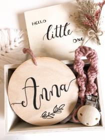Namensschild simple 10cm Durchmesser personalisierbar (Namensschild, Holzschild, Türschild, Deko, Hochzeit, Geburt,Taufe, Kinderzimmer, Babyzimmer, Baby)  - Handarbeit kaufen
