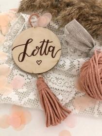Namensschild mit Quaste in deiner Wunschfarbe personalisierbar Kinderzimmer, Babyzimmer, Geburt, Geburtstag, Taufe, Babyparty, Holzschild, Dekoration (