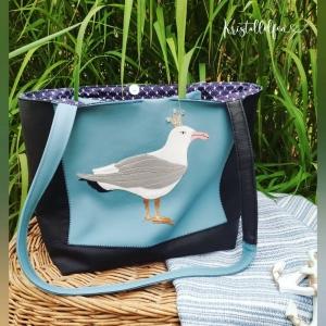 Strandtasche/große Schultertasche mit Lederapplikation die königliche Silbermöwe, in Größe 29x42cm aus festem Kunstleder in schwarz und babyblau. Innenbereich mit Steckfach und Sch - Handarbeit kaufen
