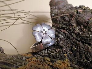 Silberring mit großer Blüte - Handarbeit kaufen