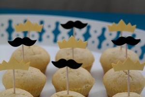 12 Cupcake Toppers Moustache und Krone